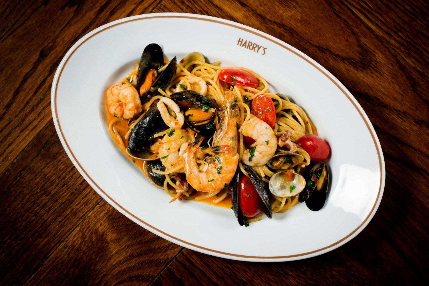 Restaurant near Harrods, Spaghetti vongole at Harry's Dolce Vita, Knightsbrigde